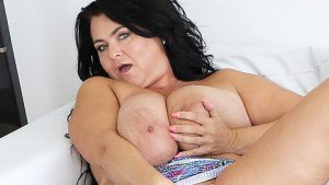 Busty Reny Shows Her Gigantic Boobs VirtualXPorn Busty Reny vr porn video vrporn.com virtual reality